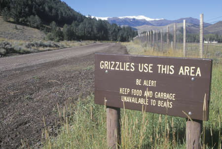 A sign that reads �Grizzlies use this area� Stock Photo - 20512968