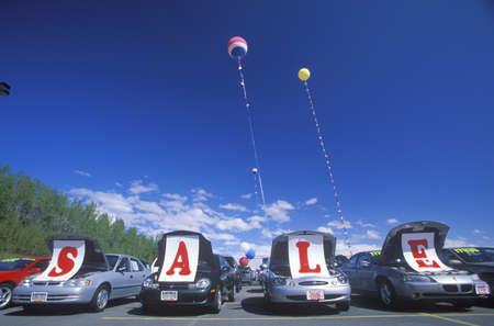 automobile sales: A sign that reads ÒSaleÓ