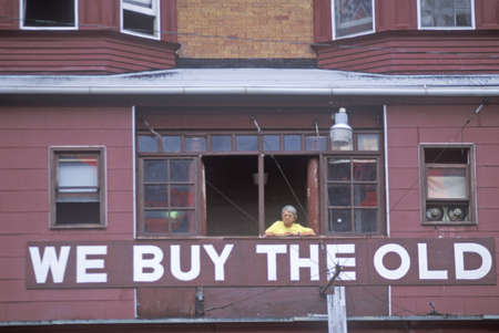 resale: A sign that reads ÒWe Buy The OldÓ in Atlantic City window