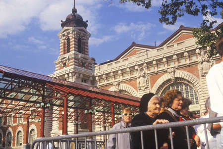 ellis: Tourists waiting in line to visit Ellis Island National Park, New York City, New York