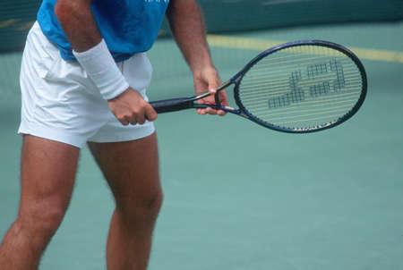 Detail of Tennis Player preparing to serve, Annual Ojai Amateur Tennis Tournament, Ojai, CA 版權商用圖片 - 20515225