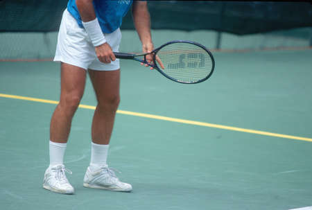 Detail of Tennis Player preparing to serve, Annual Ojai Amateur Tennis Tournament, Ojai, CA 版權商用圖片 - 20476148