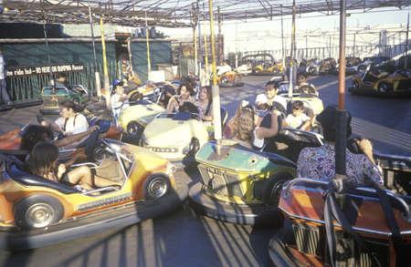 バンパー車、サンタ モニカー ピア、サンタモニカー、カリフォルニア州