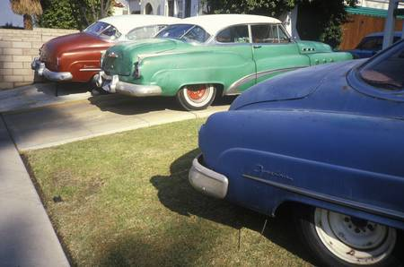 north hollywood: Three General Motor junk cars in Hollywood, California