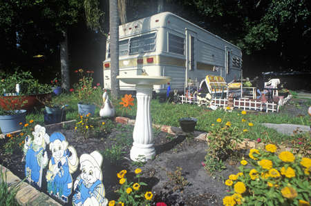 A trailer home near Fort Myers, Florida 新聞圖片