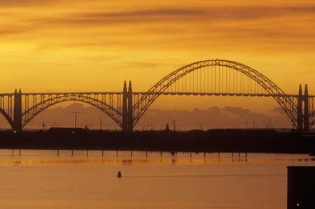 conde: The Yaquina Bay Bridge at sunset in Newport, Oregon