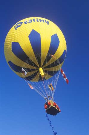 palm springs: A balloon in flight during the Gordon Bennett Balloon Race at Palm Springs, California