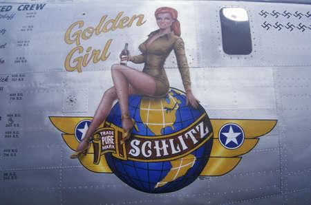 the liberator: Un bombardiere B24 Liberator � decorato con il logo d'oro Ragazza Schlitz e segni svastica per il numero di aerei tedeschi abbattuti durante la Seconda Guerra Mondiale. L'attentatore si siede in mostra per commemorare le forze della seconda guerra mondiale l'aria a Burbank in California Editoriali