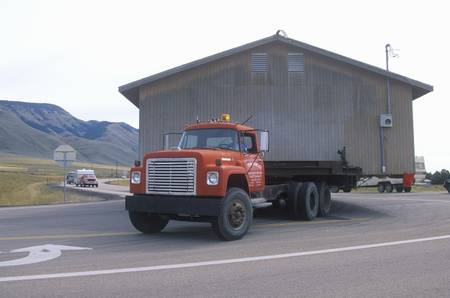 transporting: Moving a house along Route 89 in Utah