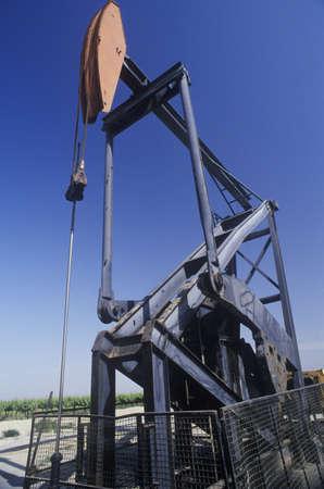 pozo petrolero: Los pozos de petróleo en el Valle Central, CA