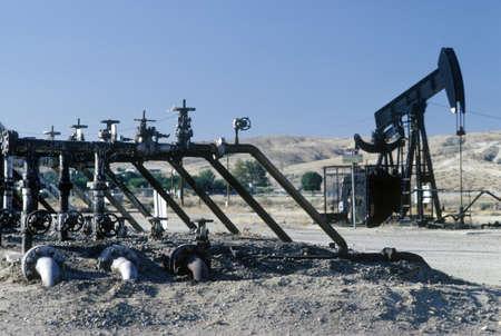 puits de petrole: Puits de p�trole � Taft, CA
