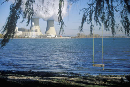 mi: Two nuclear power plants at Lake Erie, MI Editorial