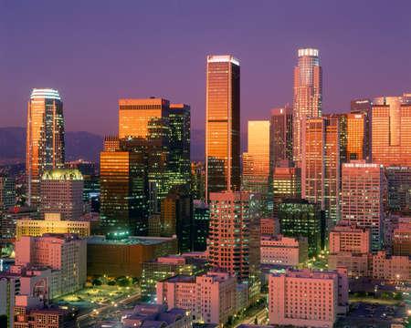 カリフォルニア州ロサンゼルスのダウンタウンのスカイライン 報道画像