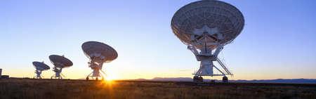 antena parabolica: Observatorio Nacional de Astronomía, Socorro, Nuevo Mexico Editorial