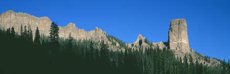 national forest: Chimney Peak en el Bosque Nacional Uncompahgre, Ridgeway, Colorado Editorial
