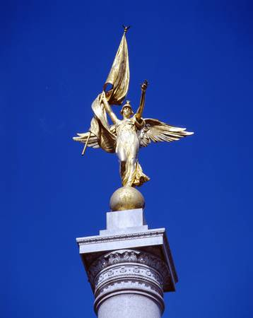 Statue d'or au sommet mondiale War Memorial, Washington DC Banque d'images - 20510900