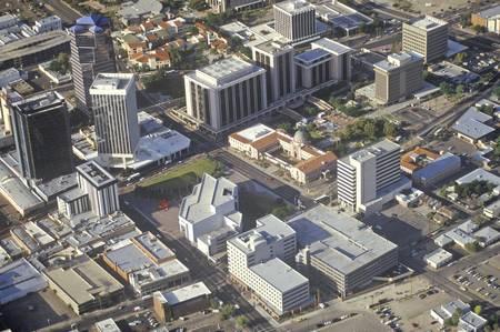 urban sprawl: Aerial view of desert land use in Tucson, Arizona
