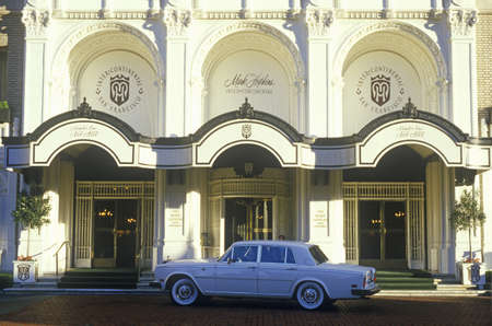 nob hill: Rolls Royce parked in front of San Franciscos famous Mark Hopkins Intercontinental on Nob Hill, San Francisco, California Editorial