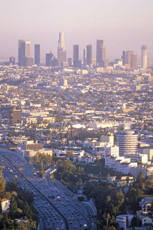 市庁舎、ロサンゼルス、カリフォルニア州の新しいロサンゼルスのスカイライン 報道画像