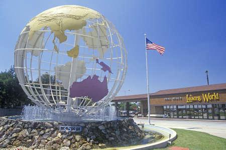 レジャー、ワールド、シールビーチ、カリフォルニア州ロサンゼルスで地球の彫刻します。