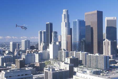新しいロサンゼルスのスカイライン、ロサンゼルス、カリフォルニア州が上空を飛ぶヘリコプター 報道画像