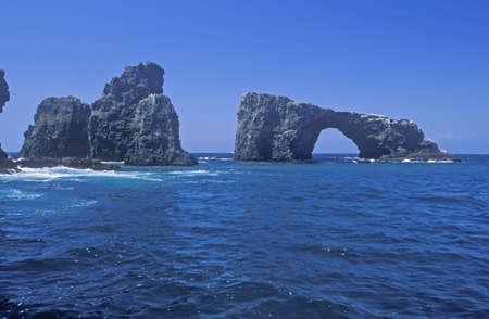 Arch Rock on Anacapa Island, Channel Islands National Park, California Редакционное