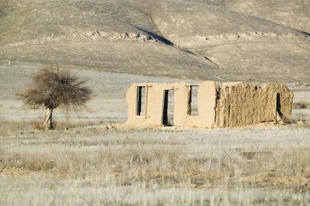 mud house: Deserted mud house on Route 166 near Cuyama, California