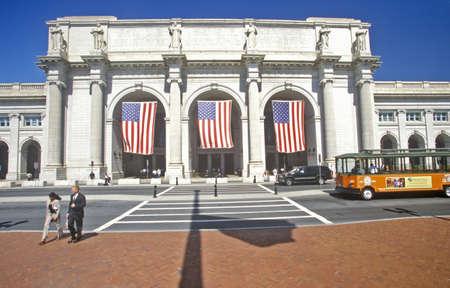 drapeaux am�ricain: Drapeaux am�ricains volent � Union Station, Washington, DC