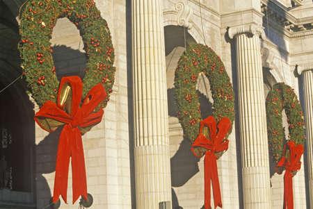 coronas navidenas: Coronas de Navidad en Union Station, Washington, DC