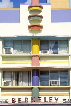 artdeco: The Shore Berkeley situado en el distrito Art Deco de Miami Beach, Miami, Florida Editorial