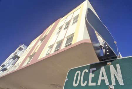 artdeco: Ocean Boulevard en el distrito Art Deco de South Beach, Miami Beach, Florida