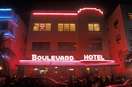 artdeco: Fotograf�a nocturna de El Boulevard Hotel en el distrito Art Deco de South Beach, Miami Beach, Florida