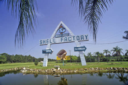 myers: Shell Factory, Fort Myers, Florida Editorial