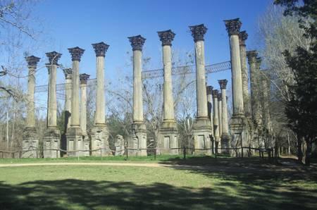 Ruines de Windsor sont les ruines de la plus grande maison d'avant-guerre néo-grec construit dans l'Etat du Mississippi Etats-Unis, le comté de Claiborne, Mississippi Banque d'images - 20491498