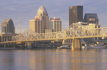 kentucky: Ohio River and Louisville skyline, KY