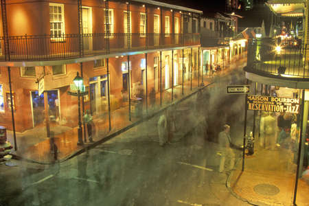 street  night: Bourbon Street en la noche, Nueva Orleans, Louisiana Editorial