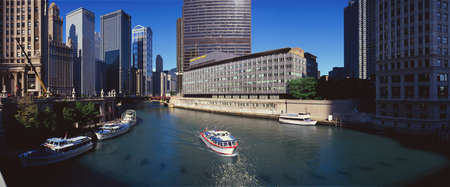 il: Panoramic view of Chicago River, Chicago, IL Editorial