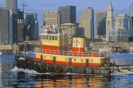 tugboat: Tugboat in Boston Harbor, Boston, Massachusetts