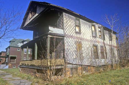 krottenwijk: Rotte gebouw in Detroit, MI sloppenwijk