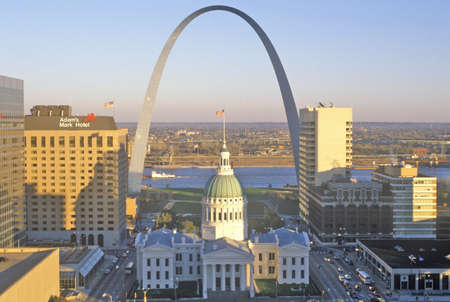 gateway arch: St. Louis arch with Old Courthouse and Mississippi River, MO