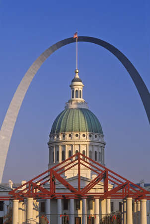 st  louis arch: St. Louis Arch and Old Courthouse, MO Editorial