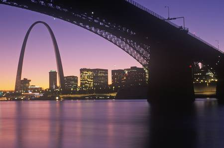 gateway arch: Sunset view of St. Louis, Mo skyline and Eads Bridge