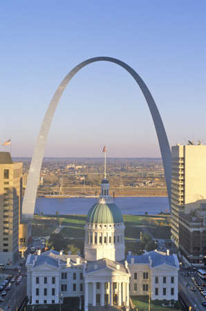st  louis arch: St. Louis arch with Old Courthouse and Mississippi River, MO