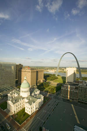 Elevated view of Saint Louis Historical Old Courthouse and Gateway Arch on Mississippi River, St. Louis, Missouri Sajtókép