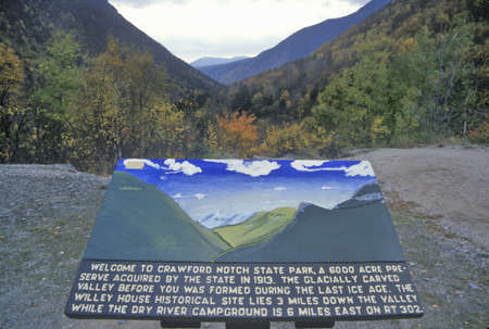 notch: Welcome plaque at entrance of Crawford Notch State Park, NH on Route 112