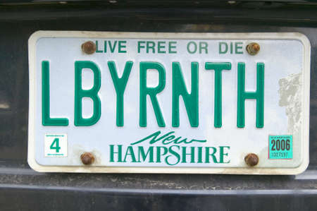 plaque immatriculation: Une plaque d'immatriculation New Hampshire lit LBYRNTH �ditoriale