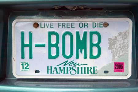 Een New Hampshire nummerplaat leest H-BOMB Redactioneel