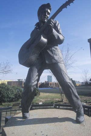 elvis presley: Statue of a young Elvis Presley on Beale Street, Memphis, TN Editorial
