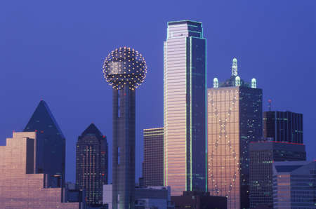 dallas: Dallas, TX skyline at night with Reunion Tower