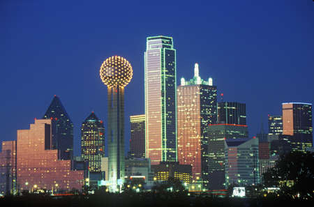photographies: Dallas, TX skyline at night with Reunion Tower